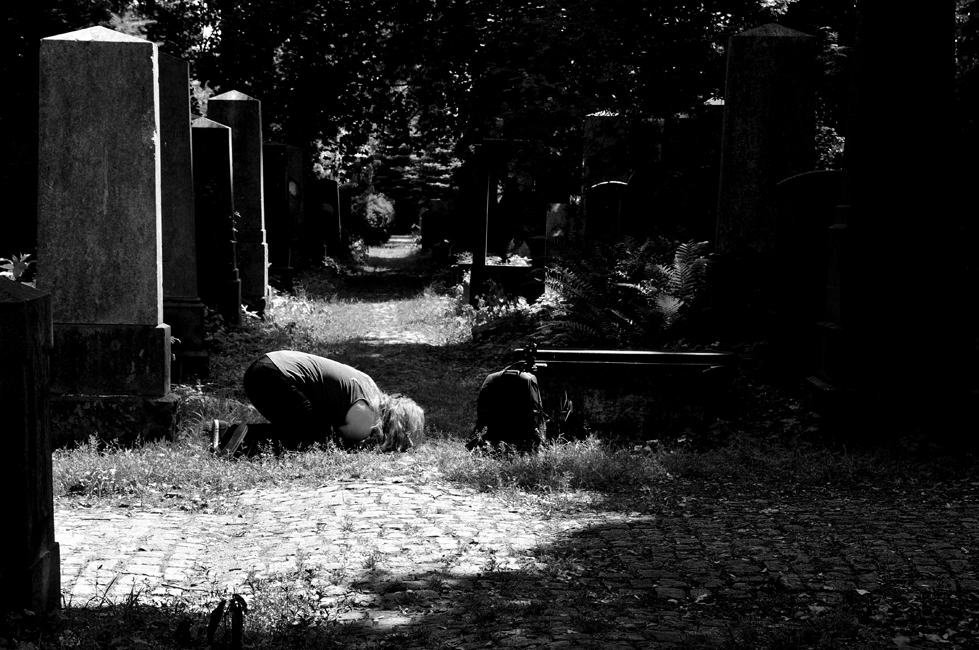 9 lipca Wrocław  Zaczynamy od Cmentarza Żydowskiego i w sumie moglibyśmy na nim skończyć, bo czas na nim płynie inaczej, ale jeszcze czekają nas atrakcje Rynku, Ostrowa Tumskiego, Dzielnicy Czterech Wyznań. Po zameldowaniu się w Mleczarni wybraliśmy się na Rynek, na którym odbywał się Festiwal Brave, a potem Browar Spiż, lody na Świdnickiej i dłuuuuuga noc. Wrocław nigdy nie zasypia.